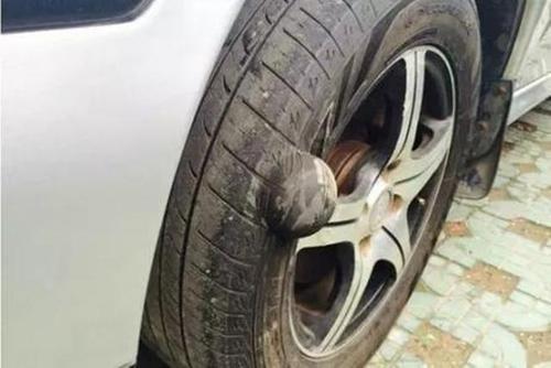 在高速上開車前面輪胎抖動的非常厲害是哪里的問題