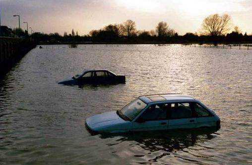 准备买车的朋友看过来,5分钟教你识别泡水车