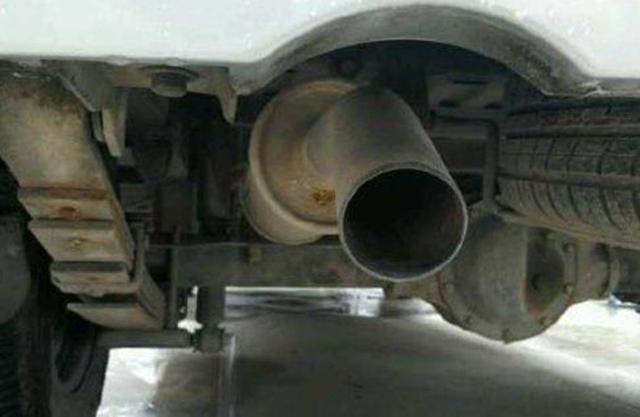 """""""排气管""""上加磁铁有什么?#20040;Γ?#32769;司机都在用"""