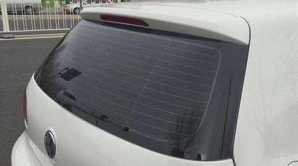 还好自己知道的早,汽车后挡风玻璃上横线的作用