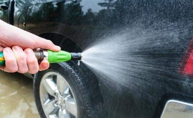 洗车用清水等于白洗,水里加一勺它,车身干净明亮