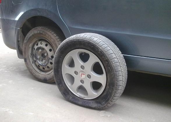 给汽车更换轮胎时,需要成对更换还是全部更换?