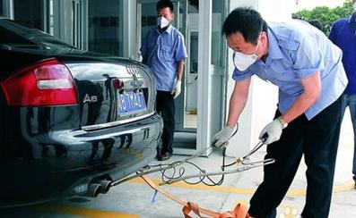 汽车轮胎与登记证不符,年审和过户怎么办