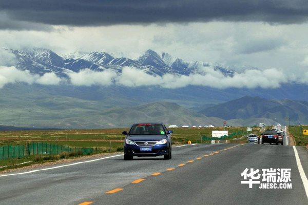 自驾游用车注意事项:高速路上如何安全行车?